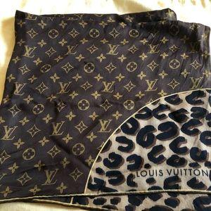Louis Vuitton Accessories - Louis Vuitton leopard and silk scarf